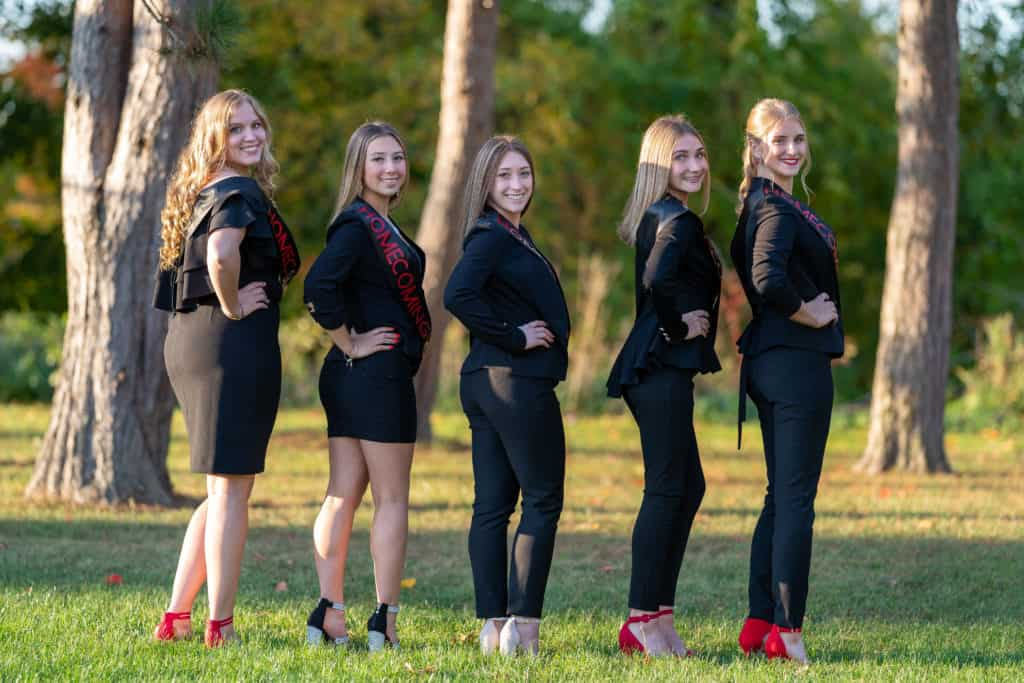 5 senior cheerleaders before homecoming.